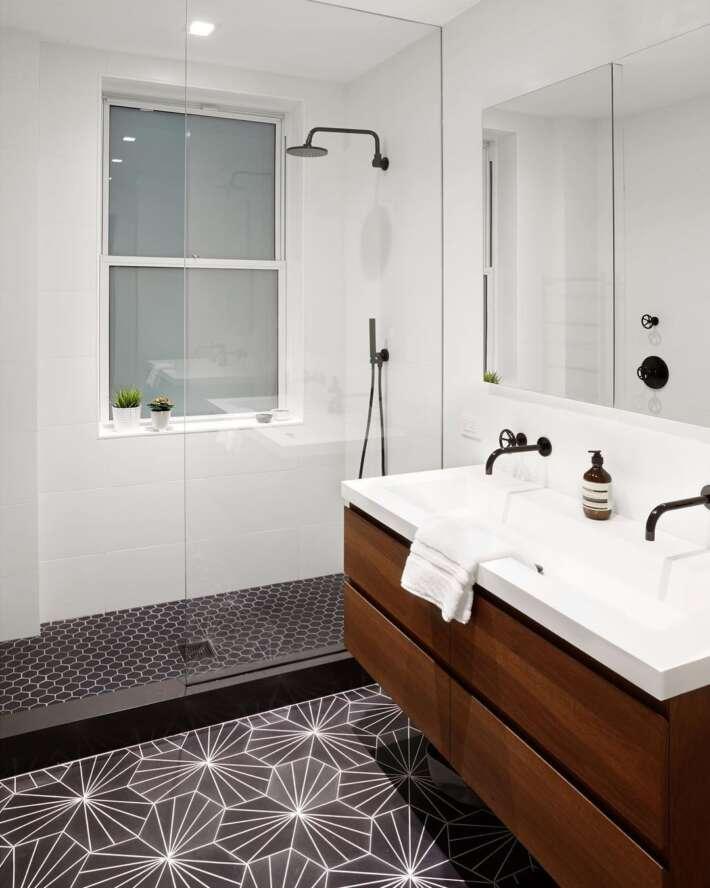 4 Reasons You Definitely Want a Walk In Shower 1