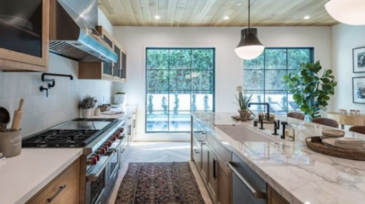 8 Incredible Kitchen Designs That Incorporate Wall Mounted Pot Fillers Image 6