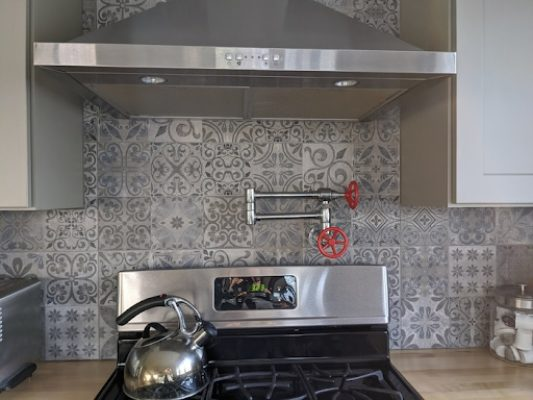 8 Incredible Kitchen Designs That Incorporate Wall Mounted Pot Fillers Image 10
