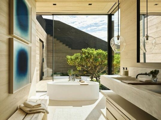How to Choose the Right Faucet Design for Your Freestanding Clawfoot Tub 10