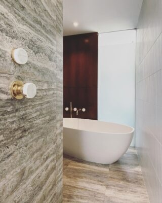 How to Choose the Right Faucet Design for Your Freestanding Clawfoot Tub 5