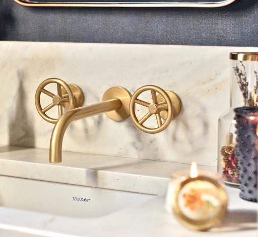 7 Gorgeous Aged Brass Bathroom Faucets 3