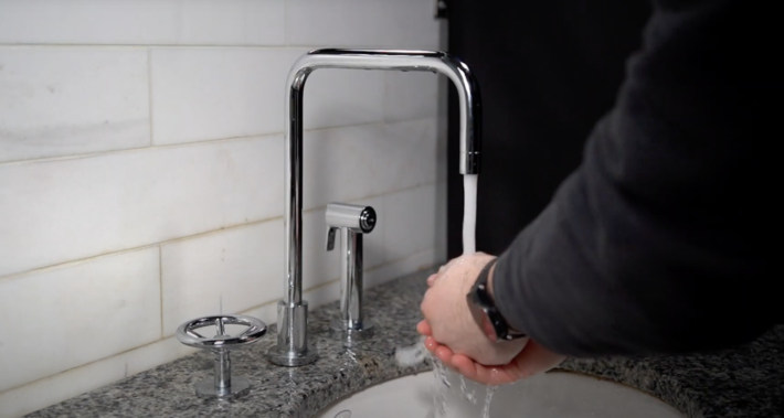 Upgrade Your Kitchen With a Touchless Kitchen Faucet 1